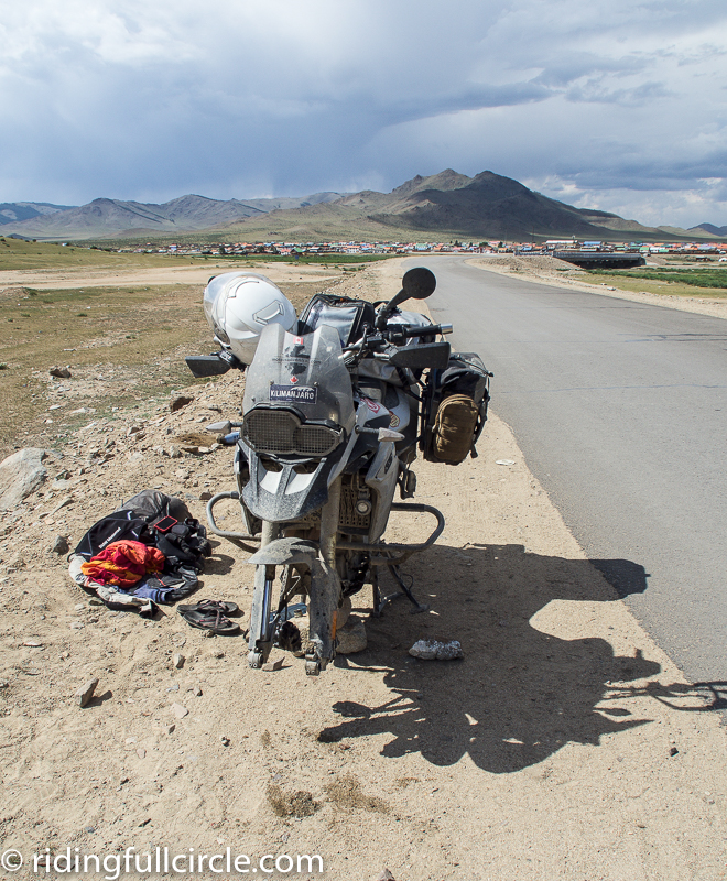riding full circle heather lea dave sears motorcycle round the world adventure mongolian potholes